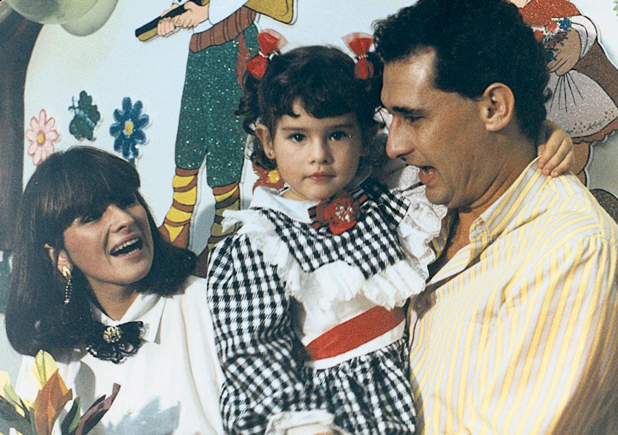 No aniversário de 4 anos, com a mãe, Maria do Carmo, e o pai,  Álvaro José, comentarista esportivo