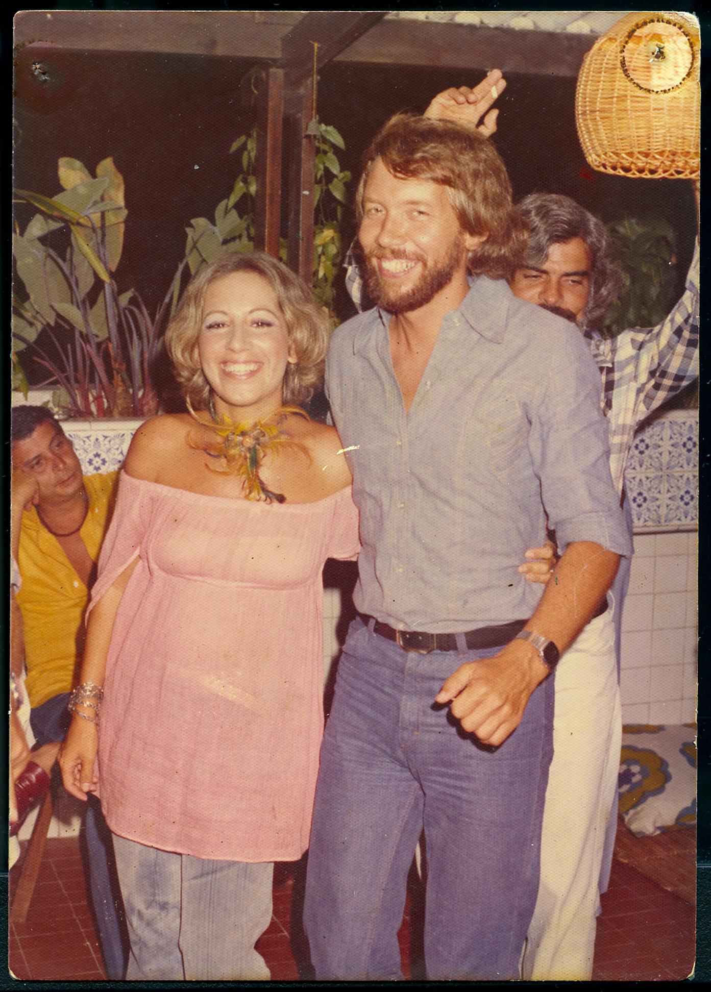 Com o namorado sueco que conheceu no dia seguinte à assinatura do desquite do primeiro casamento, em 1977