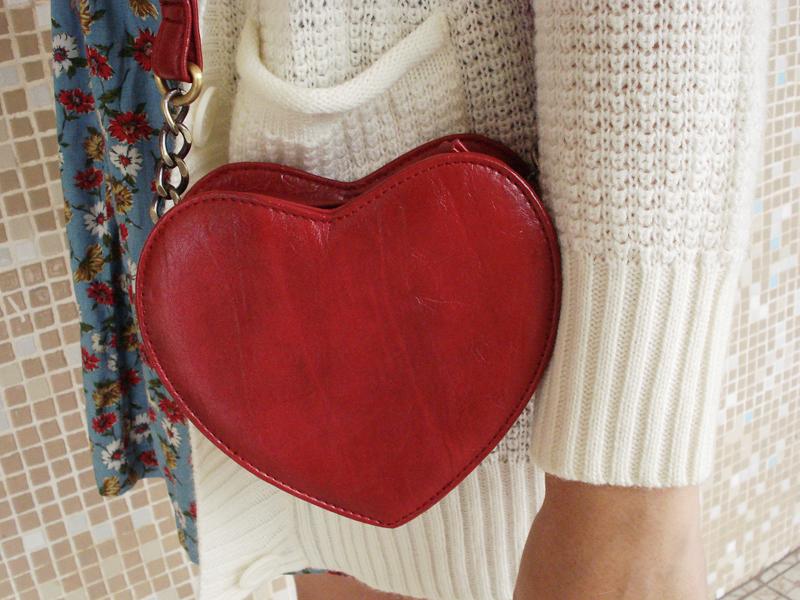 A bolsa de coração é da Accessorize.