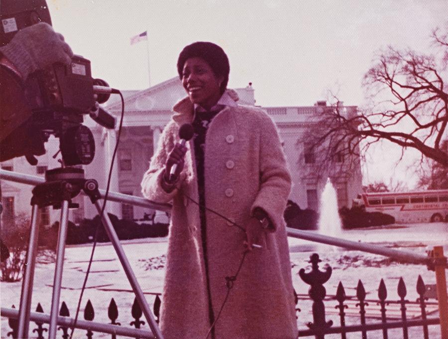 Em frente à Casa Branca, em Washington, na cobertura de posse do presidente Jimmy Carter, em 1977