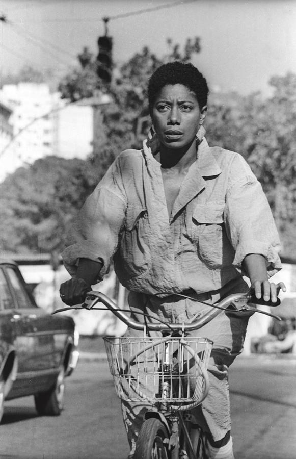 Pelas ruas do Rio de Janeiro, em 1985: 'Quando virei repórter do Jornal Nacional eu ía de bicicleta para o trabalho'