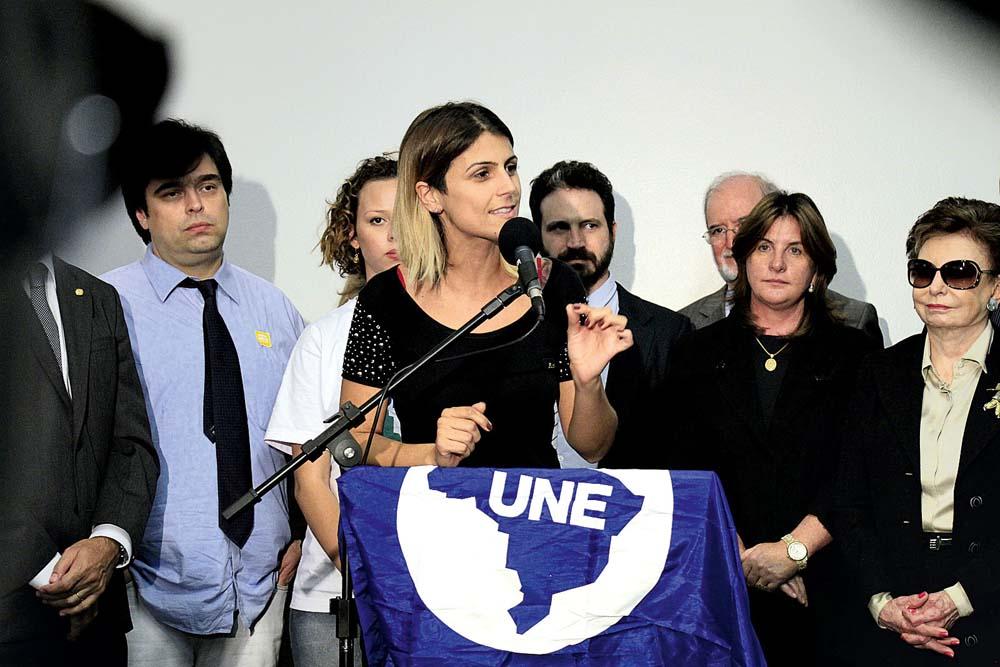 Em abril de 2013, em ato com os artistas Beatriz Segall e Caco Ciocler pela meia-entrada