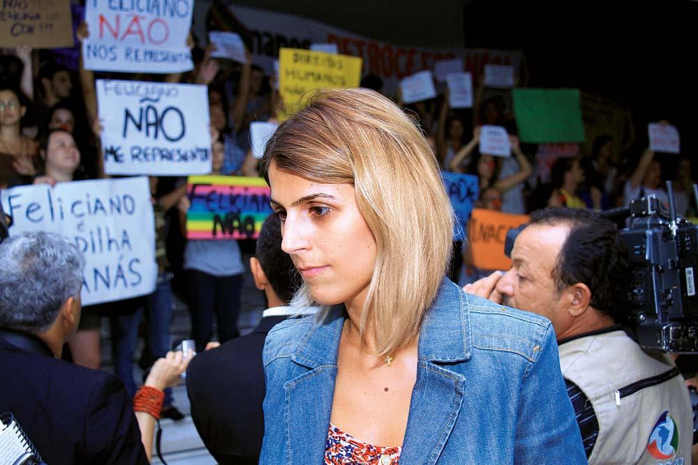 Em ato contra a nomeação do deputado Marco Feliciano para a CDH, que ela já presidiu