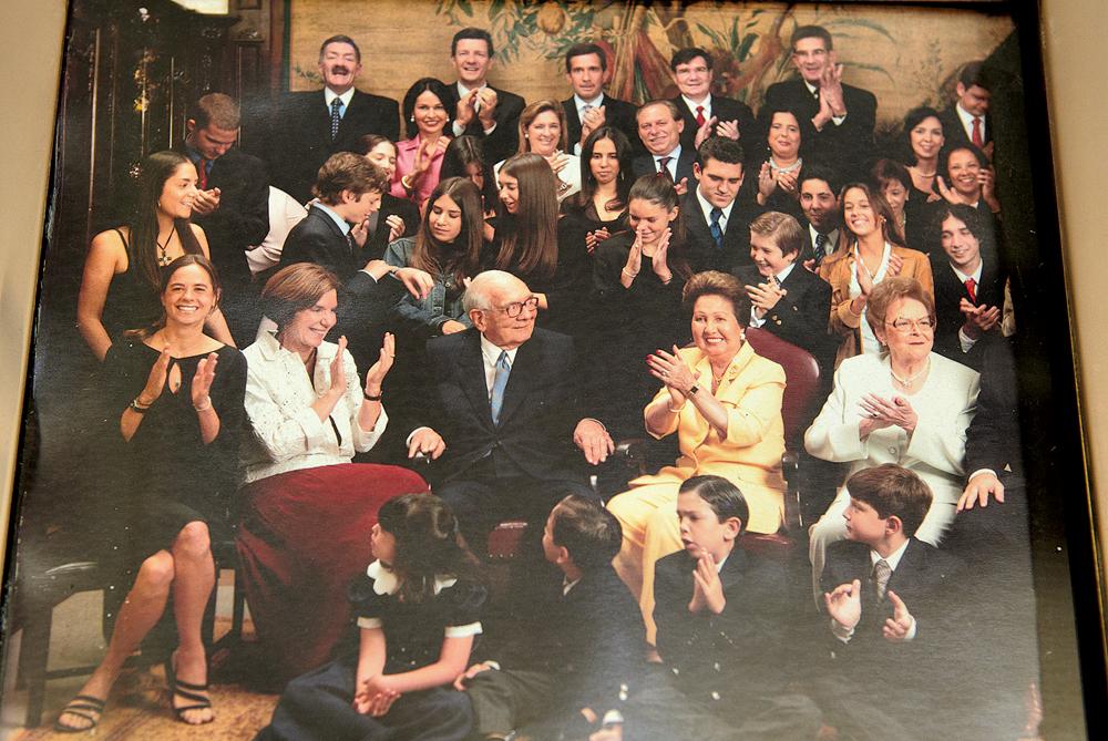 Família completa reunida em torno do patriarca, Olavo