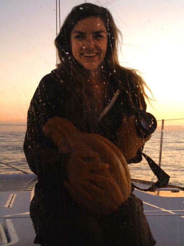 Atravessando o Atlântico, com uma abóbora que comprou em Cabo Verde