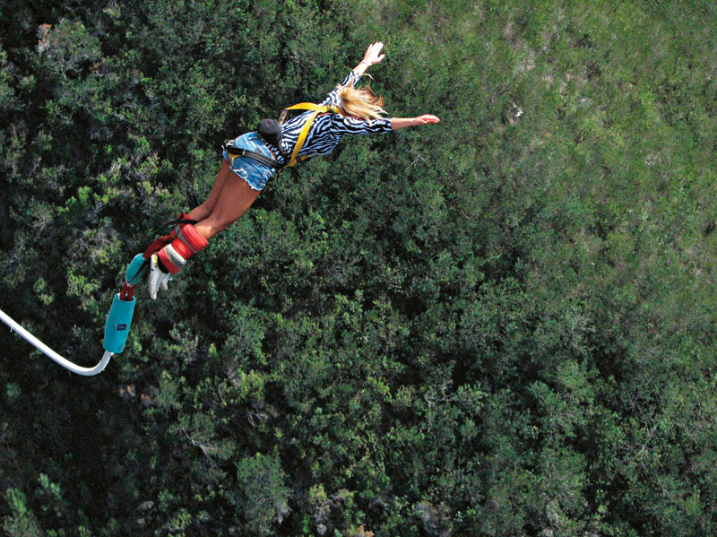 Saltando do maior bungee-jump do mundo, na África do Sul