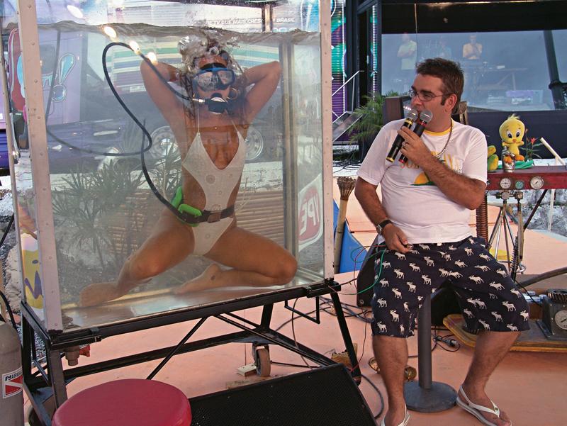 Mergulhando num aquário de enguias na Tv