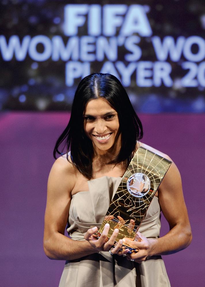 Na Suíça, em 2009, Marta recebe o prêmio de Melhor Jogadora do Mundo pela Fifa pelo quarto ano consecutivo