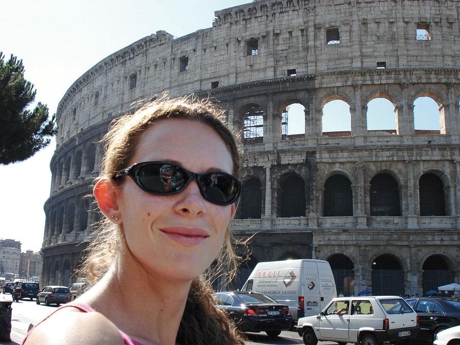 """81. Fabiana Murer*, 29 anos, atleta de salto com vara: Roma, Itália, 2006.  """"Roma é a minha cidade favorita na Europa. É muito legal ver nos dias de hoje, com tanta tecnologia e modernidade, um lugar que tem preservada a sua historia."""""""