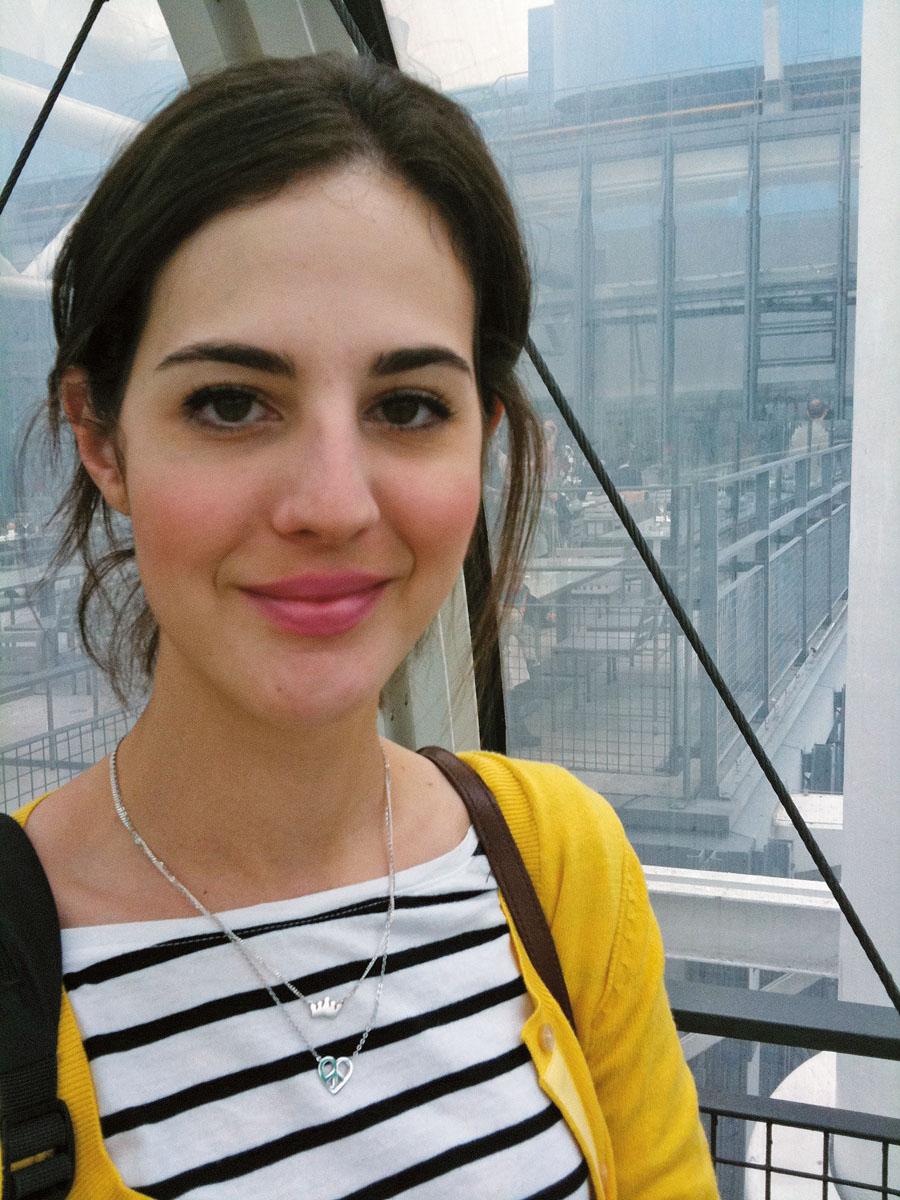 """83. Victoria Ceridono*, 24 anos, editora  de moda da Vogue RG: Paris, França, 2010.  """"Paris é o melhor lugar do mundo e voltar para lá  é sempre maravilhoso. Encontrei amigos queridos e os dias estavam lindos, não tinha como ser melhor!"""""""