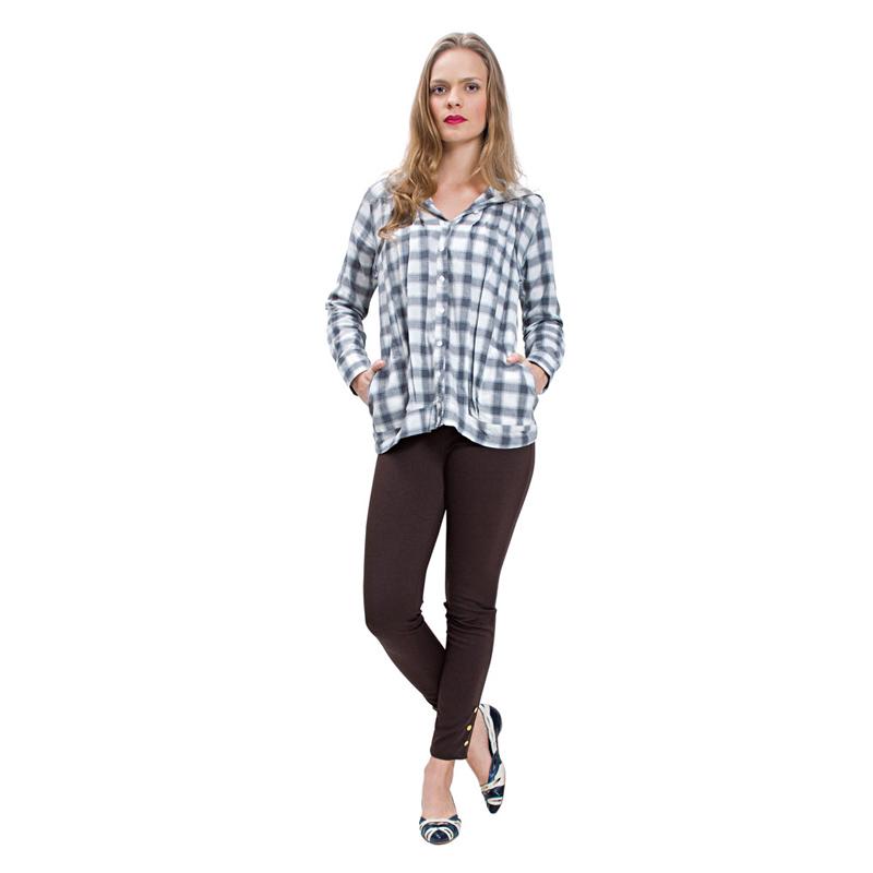 Bata bacana, legging e sapatilhas, combinação para ir a qualquer lugar. Cuidado com os saltos, leggings não gostam muito deles! // Bata Aramis Femme R$ 209, Sapatilha Masqué R$ 520