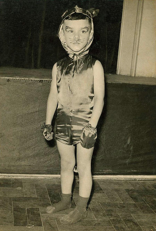 Aos 5 anos fantasiado em baile de carnaval de 1959