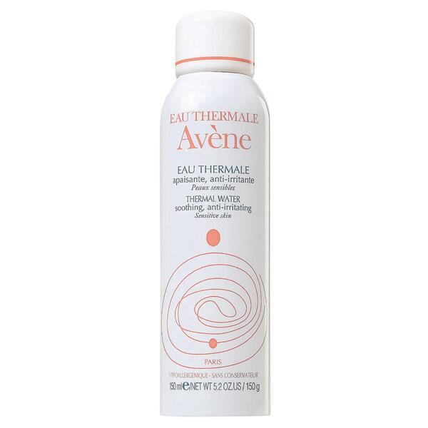 <b>Água benta</b> 'A água termal da Avène é o meu truque. Ela não agride a pele, dá brilho e hidrata. Passo antes da maquiagem, depois do banho e ao me deitar'