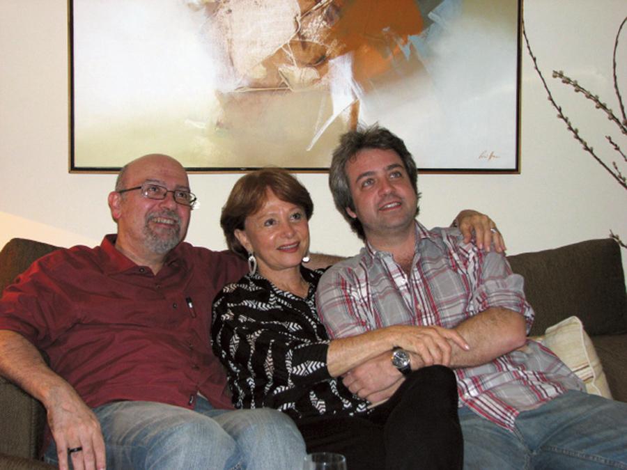 Com Luiz Eduardo Soares,autor de Elite da Tropa 1 e 2, e o filho Rodrigo