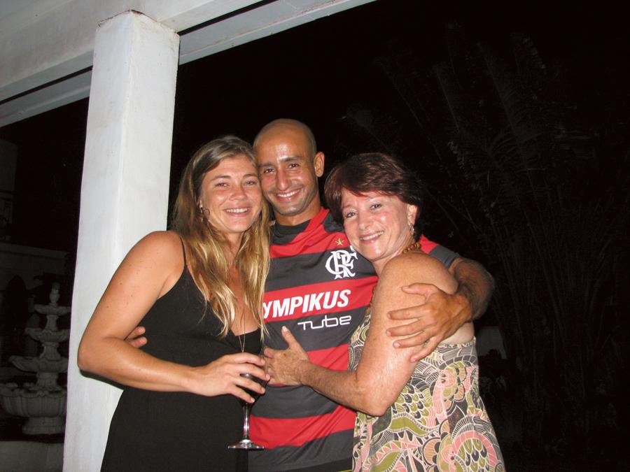 Com a nora Whitney e o filho Tiago, em Maui, onde ele mora