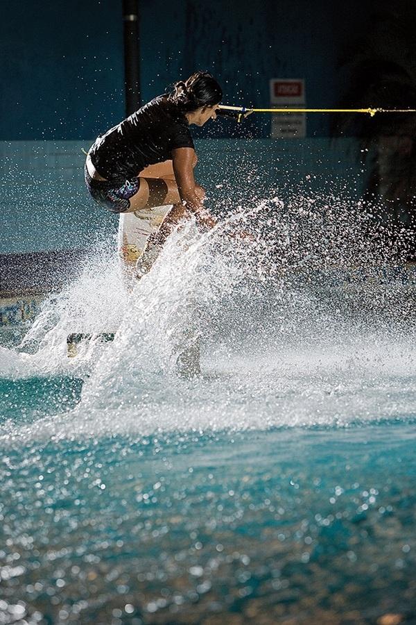 """22h: """"Praticar wake para mim é mais do que profissão, é diversão. Na piscina também vale!"""""""