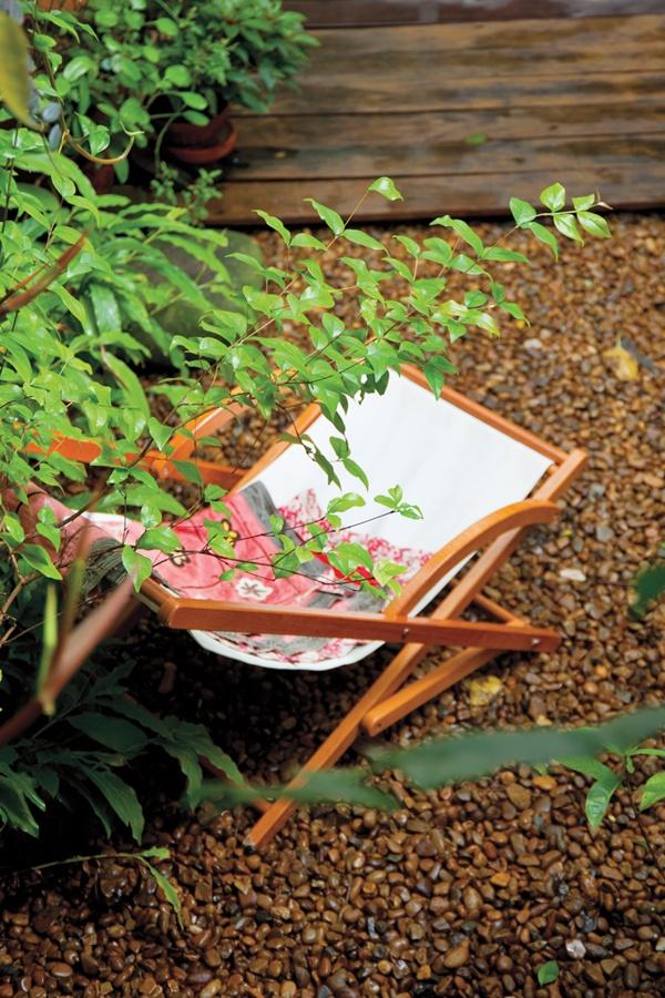 Descanso: O quintal é o canto que Gabriela vai quando quer relaxar. A cadeira é da Tok & Stok