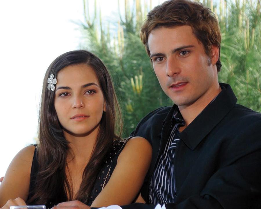 À esq., na novela Revelação,  em 2008, ao lado do ator Sergio Abreu