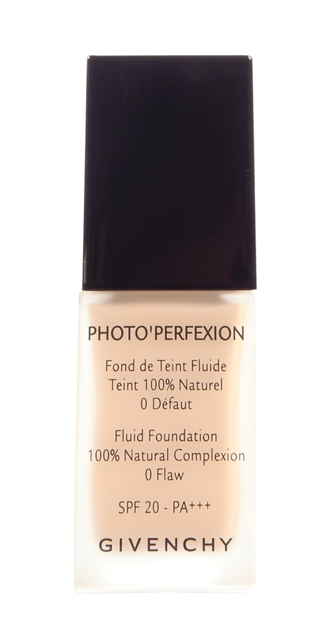 Givenchy Photo'Perfexion,R$ 189: base com efeito corretivo e luminoso que retoca as imperfeições, diminui os poros, absorve a oleosidade, além de ter FPS 20. Givenchy 0800-170506