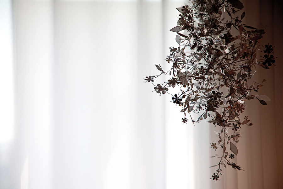 Delicada: A luminária que fica no quarto foi comprada no Museu de Arte Moderna de São Francisco