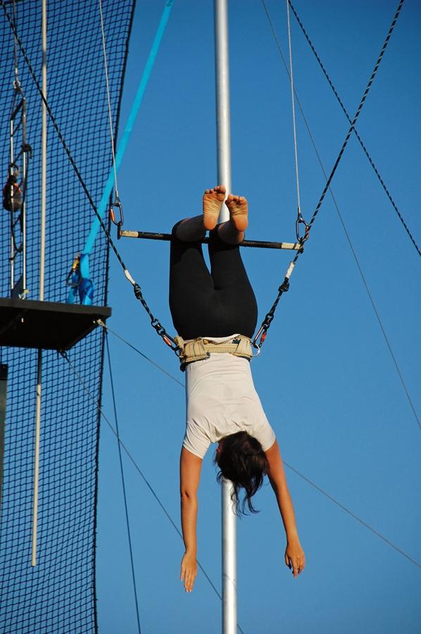 Durante aula de trapézio voador em Sydney, em 2010