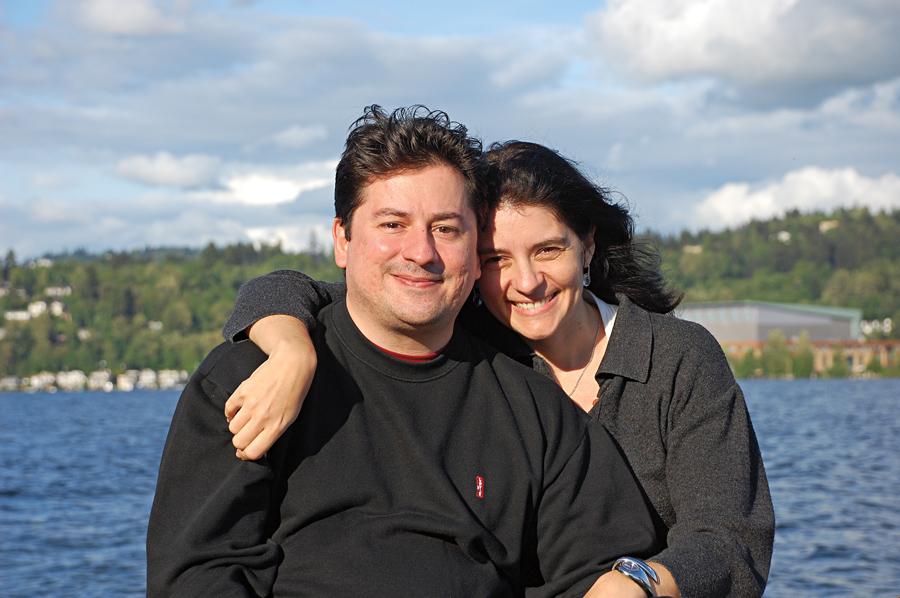 Ao lado do marido, em viagem a Seatlle, em 2009
