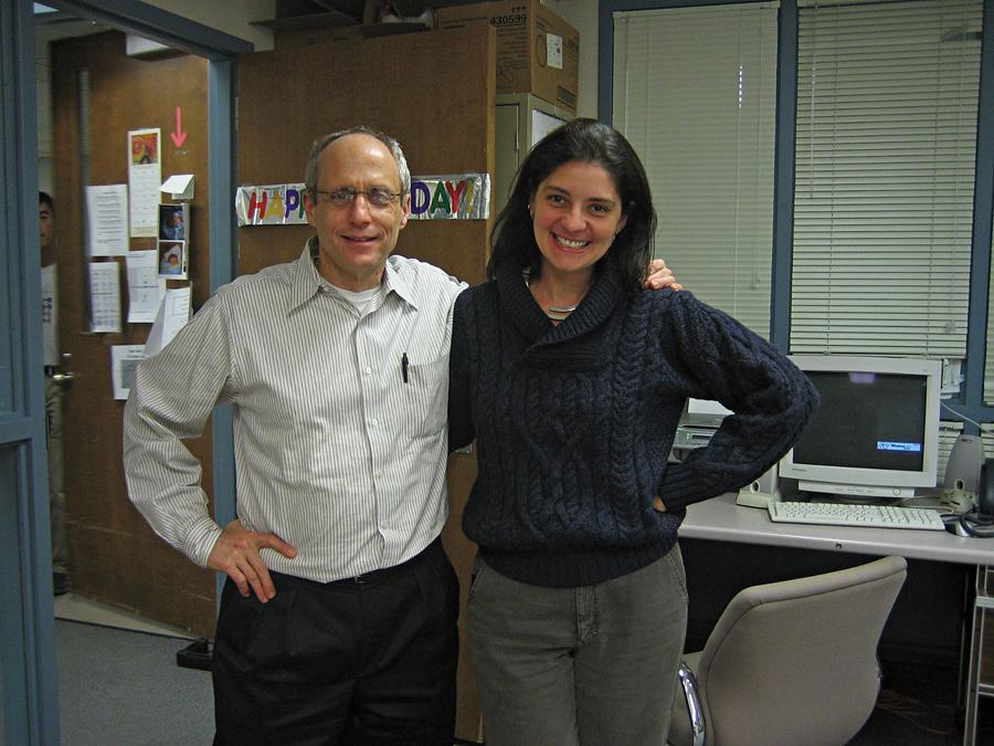 Em visita ao laboratório de Karl Herrup, nos EUA. Ele foi muito importante na minha carreira, me deu o maior apoio para publicarmos o primeiro artigo descrevendo a 'sopa de cérebro'