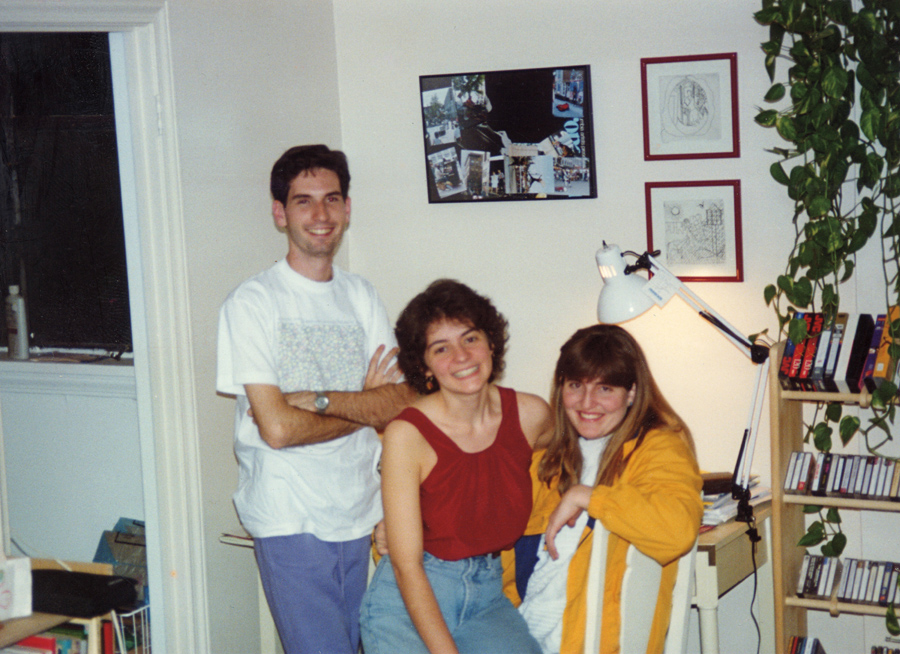 Em Cleveland, em 1994, com a amiga Theresa (que conheceu na pós-graduação), recebendo um amigo de escola