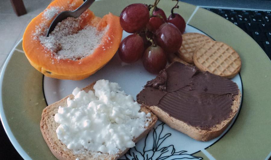 """08:30: """"Adoro doce no café da manhã. No pão, Nutella. Mas como frutas frescas também"""""""