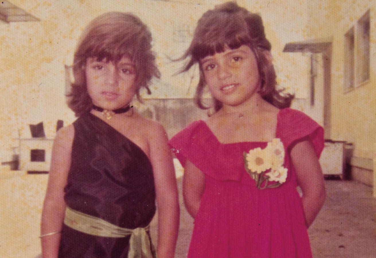 À dir., com a irmã gêmea, Lanza, aos 6 anos