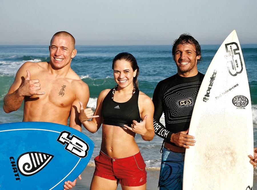 Levando o canadense Georges St-Pierre  (campeão dos meios-médios) para surfar junto com o big rider  carioca Rodrigo Resende na praia da Barra, em 2009