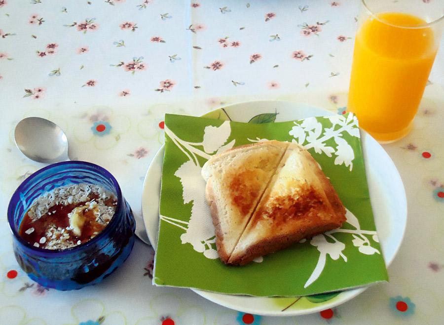 """11h: """"No café da manhã como pouco, porque acordo tarde. Adoro aveia com iogurte e mel"""""""