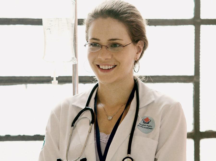 Como Carmen, uma médica que se descobre com câncer no cérebro, no premiado Estamos Juntos, lançado este ano