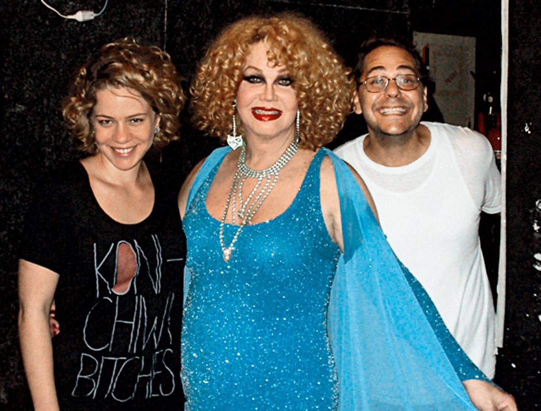 Com Jane Di Castro, travesti que participa do documentário dirigido por Leandra, e Richard, amigo de infância