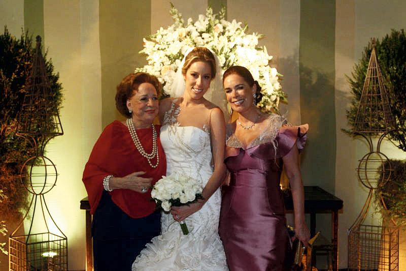 Três gerações: no casamento da filha, Isabel, com a mãe Mariza