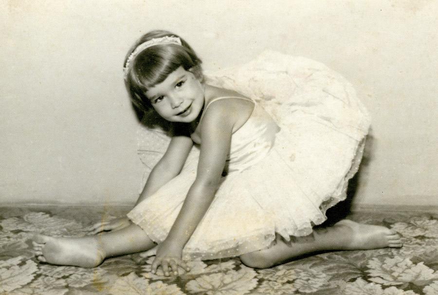 Aos 5 anos, em aula no Ballet Enid Sauer. Ela dançou até os 12