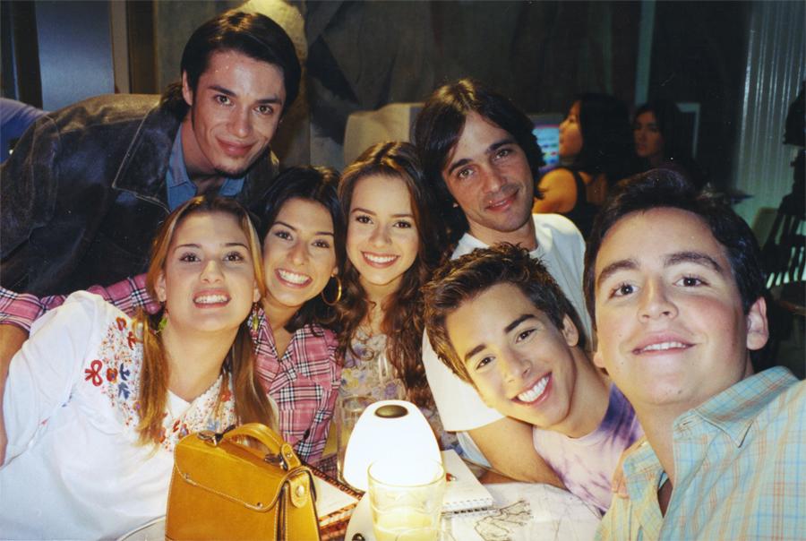 Aos 18 anos, no seriado Sandy & Júnior, sua estreia na TV