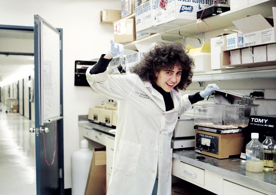 Com um ratinho  de laboratório – literalmente, Em 1994, último ano de doutorado, no Mount  Sinai (NY)