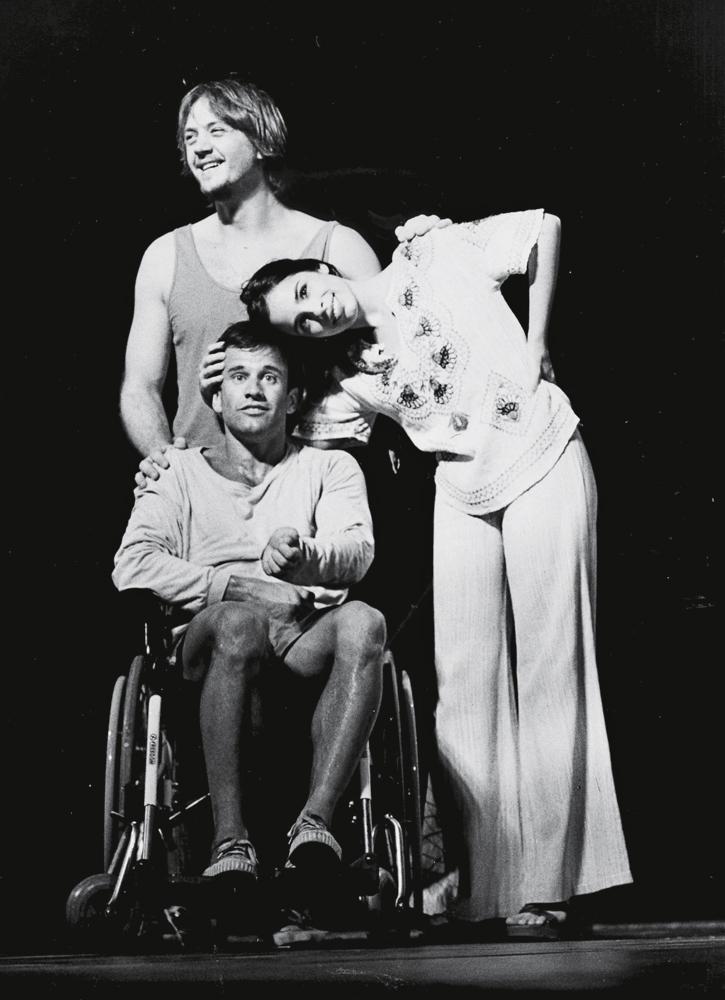 Maria Ribeiro, André Frateschi e Claudio Fontana  na segunda montagem  da peça  Feliz ano velho,  em 2001