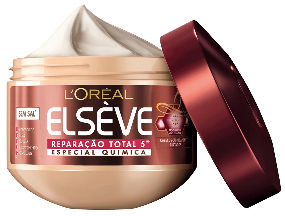 """Relaxante:  """"Hidratar o cabelo é uma terapia. Revezo uma receita caseira de babosa com a máscara Total 5, da L'Oréal. Sempre boto um saquinho na cabeça para aumentar o efeito"""""""