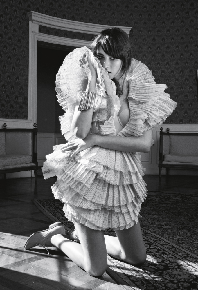 Vestido Amapô R$ 5 mil,  body Scala R$ 85,  pulseira Marco Apollonio R$ 315,  sapato Cavage acervo produção