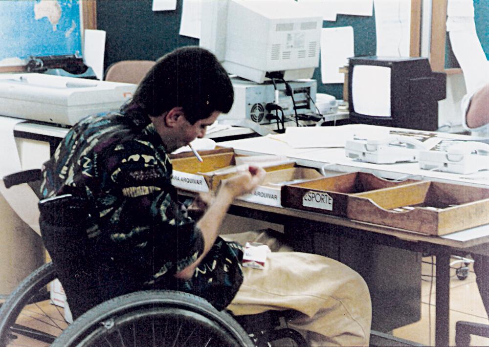 No começo  dos anos 90, quando  ainda se fumava na redação  da Folha