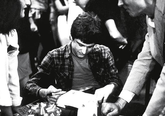 Noite de estreia: em 1982, autografando os primeiros exemplares do best-seller no Sesc Pompeia (SP)