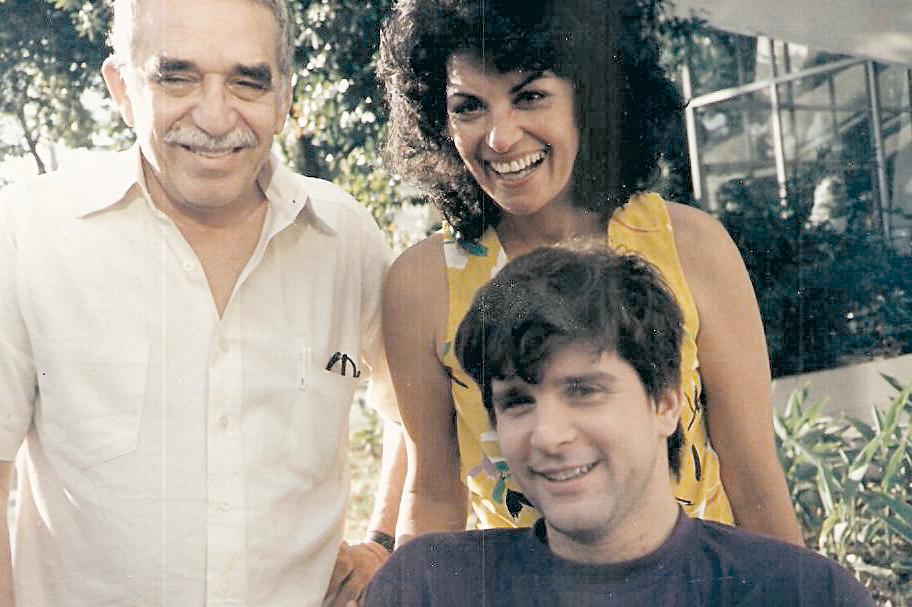 Em 1986, viajando com  a peça Feliz  ano velho em Cuba, com  o escritor Gabriel García Marquez
