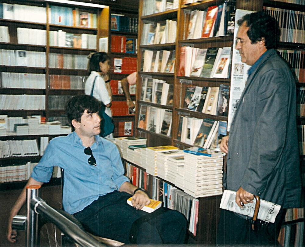 Em Roma,  em 1989, ao lançar  a versão italiana do livro, Feliz ano velho, Marcelo  encontra o cineasta Bernardo Bertolucci