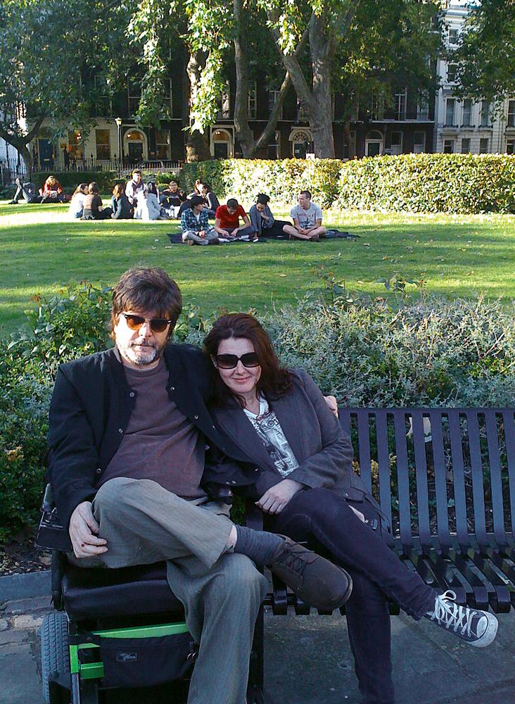Em Londres, com a  amiga Claudia Prandini