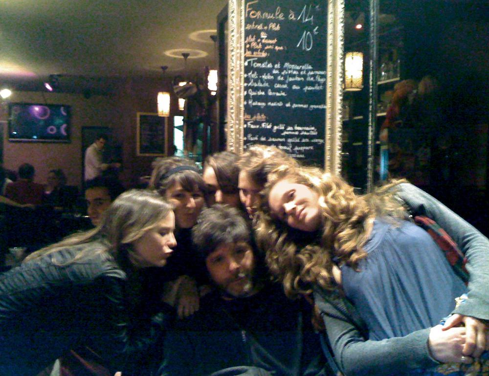 Em viagem  a Paris,  com amigas francesas