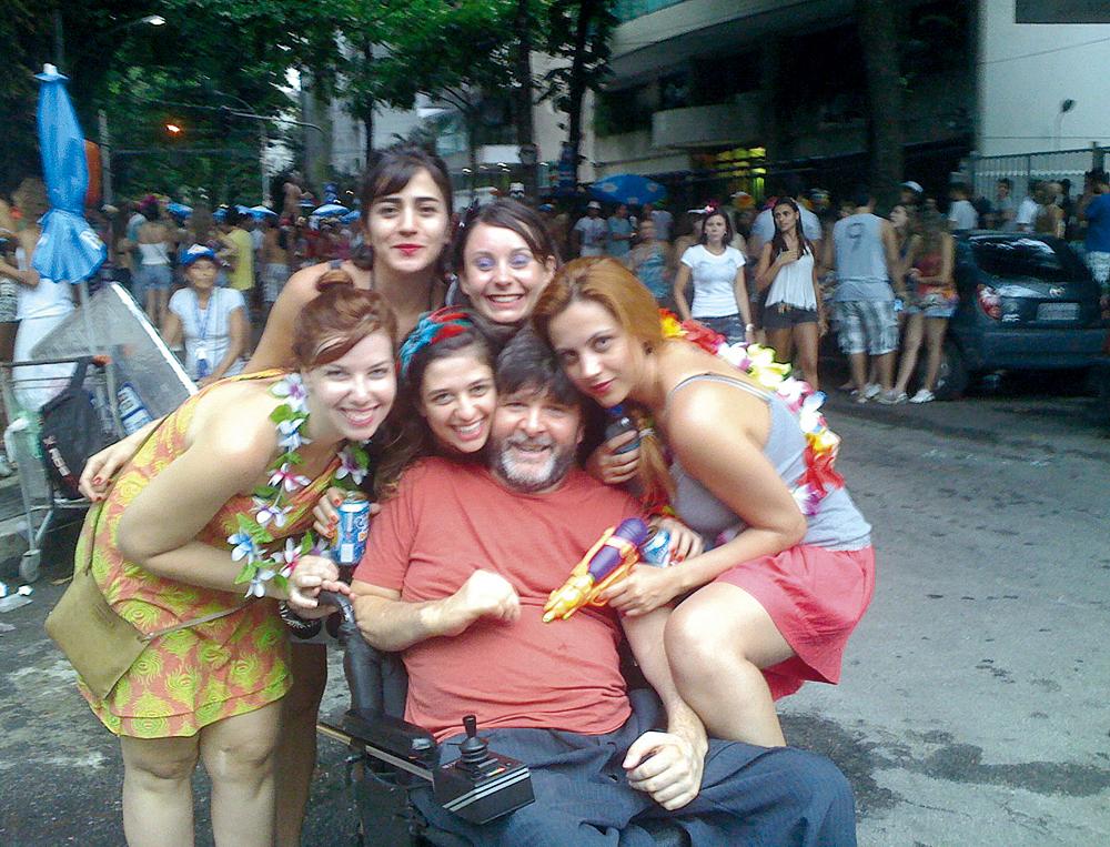 No Carnaval carioca, este ano, com Silvia, a de rosto colado ao seu, e amigas