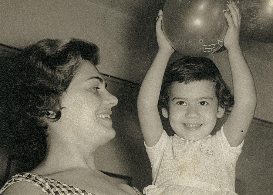 """Festa de 4 anos com a mãe, Sara: """"Ela era a pessoa que eu mais amava na vida"""""""