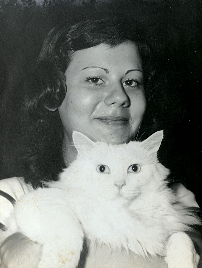 Com o gato Mimo, aos 13 anos